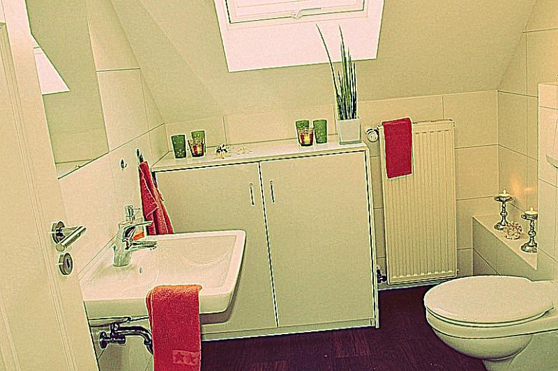 Tendance pour vos sanitaires : remplacer son WC par des toilettes suspendues