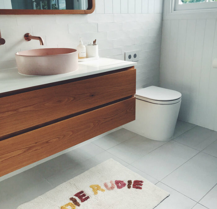 Comment accéder à la chasse d'eau d'un WC suspendu ?