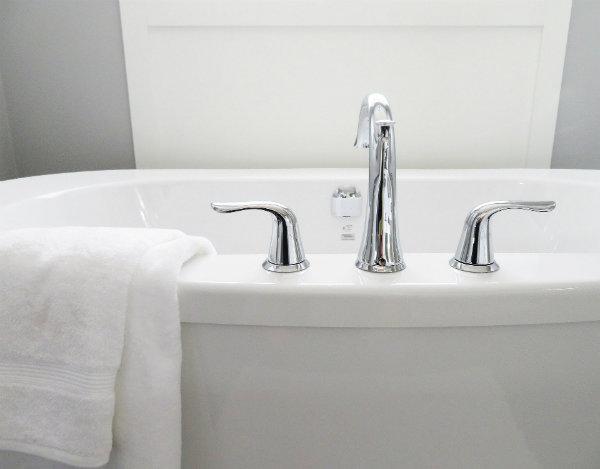 Remplacer un joint de baignoire étape par étape